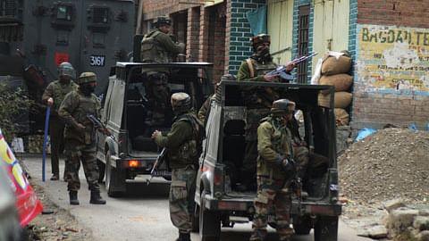 کشمیر: سری نگر میں مسلح تصادم، دو ملی ٹینٹ ہلاک