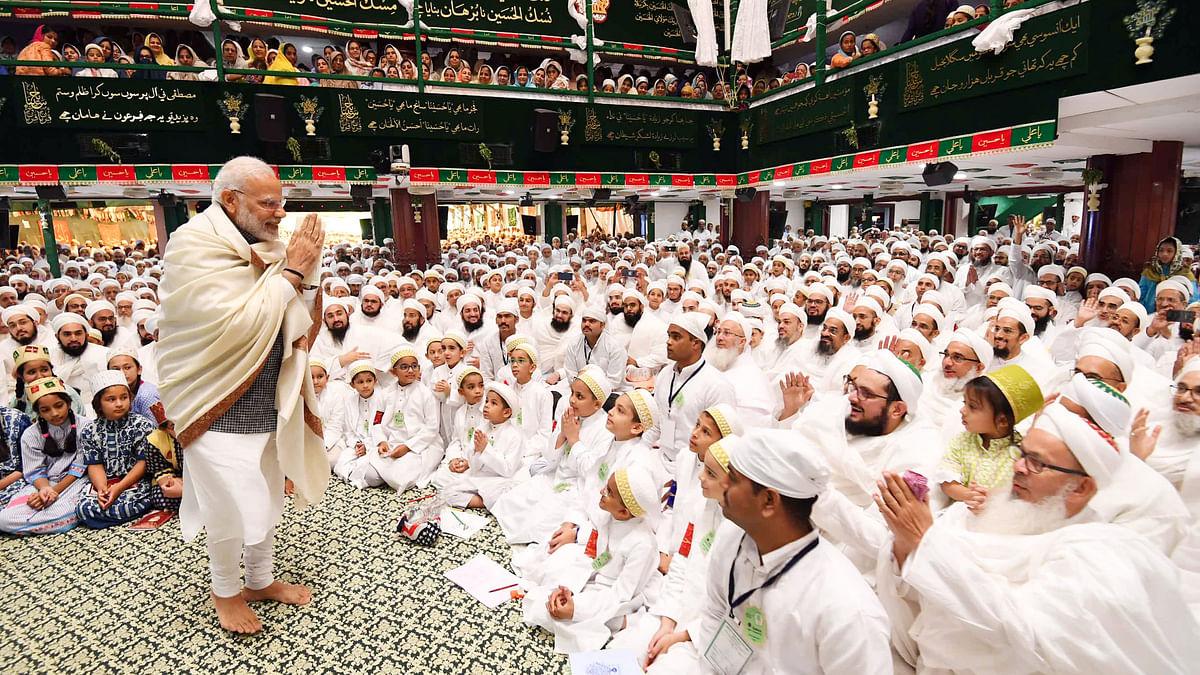 مودی  مسجد گئے تو کانگریس نے کہا، 'ایسا بھی کیا ہوا کہ خدا یاد آ گیا!'