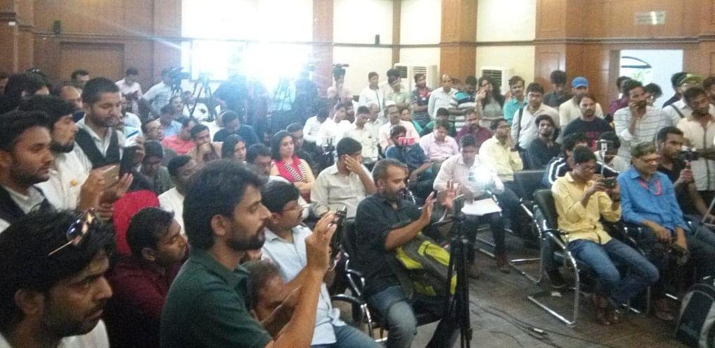 پریس کلب آف انڈیا میں فیکٹ فائنڈنگ رپورٹ پر منعقد پریس کانفرنس میں موجود شرکا