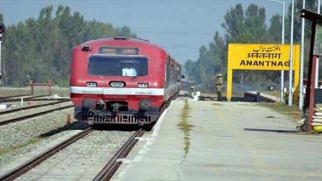 اہم خبر: کشمیر بند کی وجہ سے ریلوے کو 2 کروڑ روپے کا نقصان!