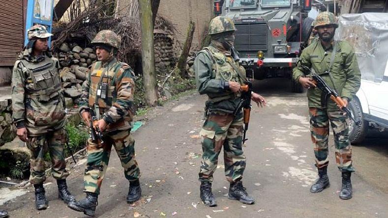کشمیر میں تصادم کی فائل تصویر / یو این آئی