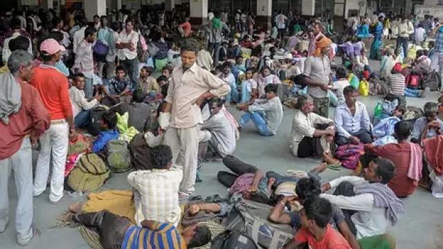گجرات سے ہجرت: دوسروں کو قصوروار ٹھہرا کر ذمہ داری سے نہیں بچ سکتی گجرات حکومت