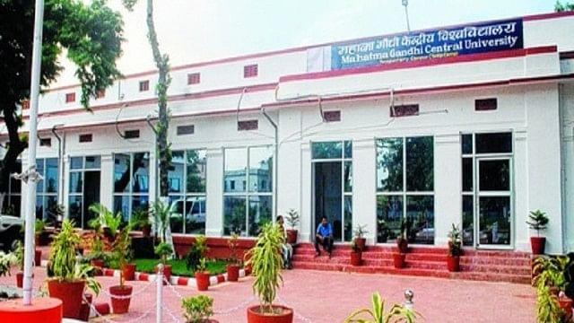 موتیہاری یونیورسٹی تنازعہ اعلیٰ تعلیم میں جاری خاموش انہدام کی جھلک... اپوروانند