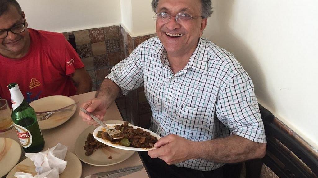 مورخ رام چندر گوہا نے گوا میں 'بیف' کھا کر منایا جشن، بی جے پی چراغ پا