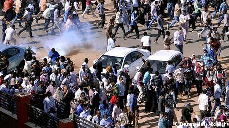 سوڈان میں مظاہرے، عمرالبشیر کی حکومت مشکلات کی شکار
