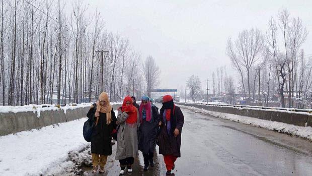 وادی کشمیر میں شدید سردی کی لہر، گلمرگ کا درجہ حرارت منفی 10.6 ڈگری ریکارڈ