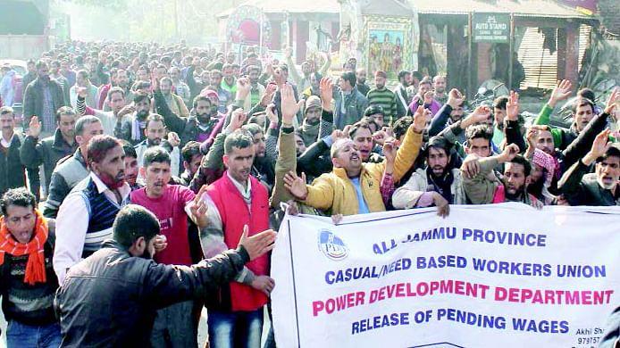 جموں: محکمہ بجلی کے عارضی ملازمین کا 29 ویں روز بھی دھرنا جاری