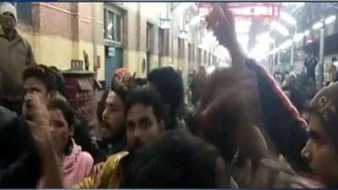 نتیش کے بہار میں بے خوف بدمعاش، چلتی ٹرین میں 200 مسافروں سے لوٹ