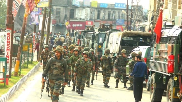 کشمیر میں مظاہرین پر پیلٹ اور بلیٹ کا استعمال تو جموں کے فسادیوں کو کھلی چھوٹ کیوں!