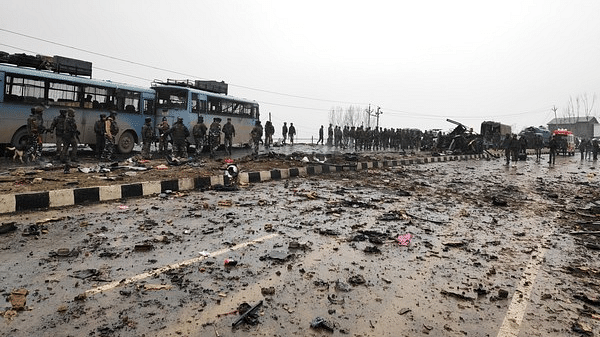 جموں و کشمیر میں اپنی نوعت کا سب سے بڑا خودکش حملہ، 44 سی آر پی ایف اہلکار ہلاک