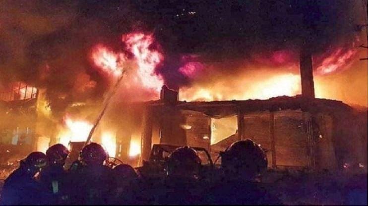 ڈھاکہ: عمارت میں زبردست آتشزدگی، 70 لوگ جاں بحق، کئی زخمی