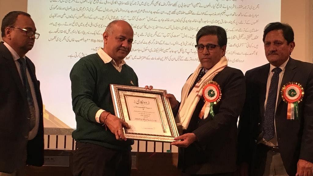 پروقار تقریب میں ڈاکٹر عبدالنصیب خان ترجمہ نگاری ایوارڈ سے سرفراز