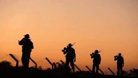 اگر فوجی سرحد پار تحویل میں لیا جائے تو کیا ہیں 'جنگی قیدیوں' کے حقوق!