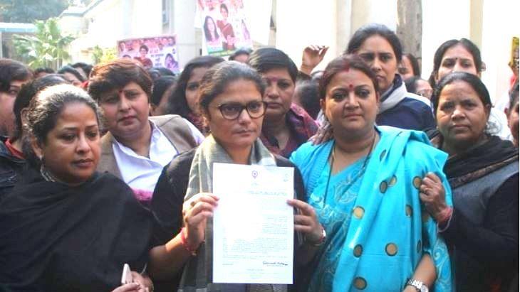 پرینکا گاندھی پر ناشائستہ رائے زنی سے کانگریس برہم، پولس میں شکایت درج