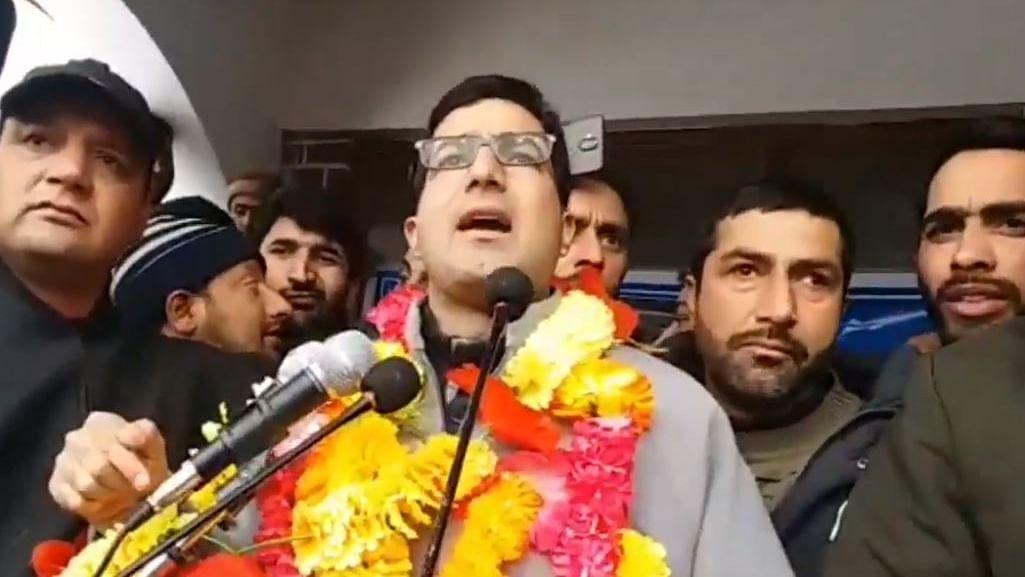 عام کشمیری قربانیاں پیش کر رہے ہیں اور سیاستداں پیسے بنا رہے ہیں: شاہ فیصل
