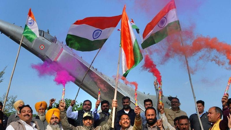 پاکستان کے خلاف کارروائی کے بعد ملک میں جشن کا ماحول، سیاسی پارٹیاں متحد