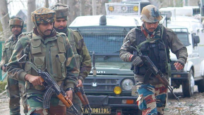 بارہمولہ مسلح تصادم میں دو ملی ٹینٹ ہلاک، تین فورسز اہلکار زخمی