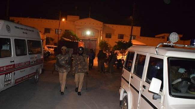 اعظم گڑھ ضلع جیل میں قیدیوں اور سیکورٹی اہلکاروں کے مابین تصادم