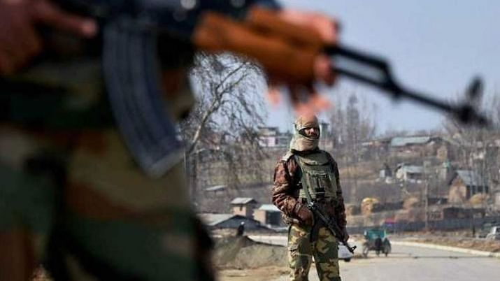 جموں وکشمیر: سی آر پی ایف اہلکار نے کیا 3 ساتھیوں کا قتل، خود پر بھی چلائیں گولیاں