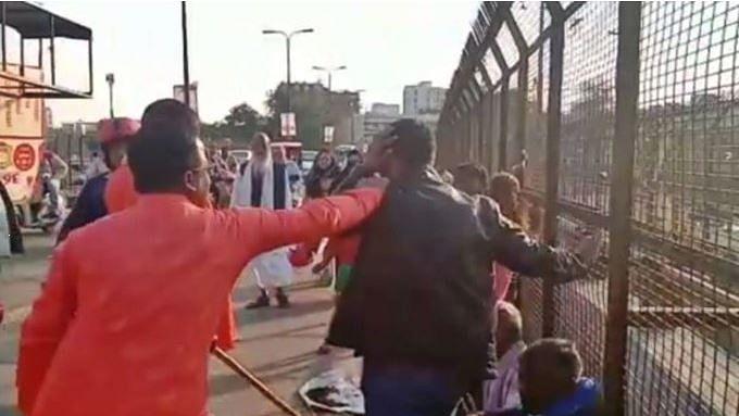 یوگی راج میں بھگوا غنڈوں نے کشمیری دکاندار کی کر دی پٹائی، ایک گرفتار