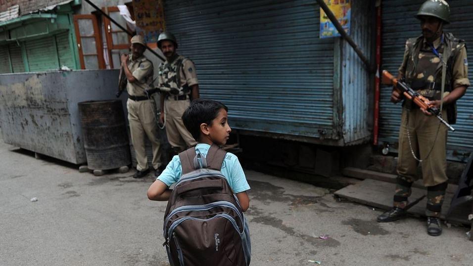 بارہمولہ: بانڈی پائین میں حالات کشیدہ، تعلیمی ادارے 10 دن بند رکھنے کی ہدایت