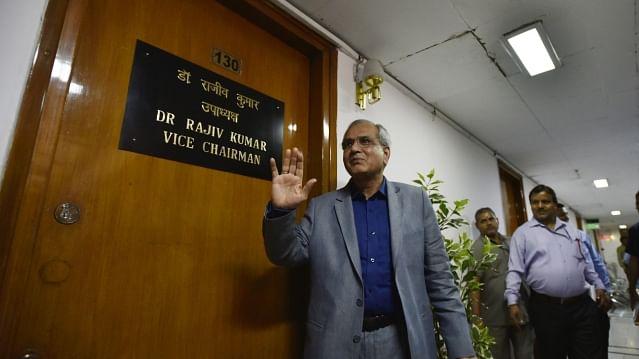 نیتی آیوگ اَفسر راجیو کمار نے 'نیائے' منصوبہ کی تنقید کی تو الیکشن کمیشن نے چلایا ڈنڈا