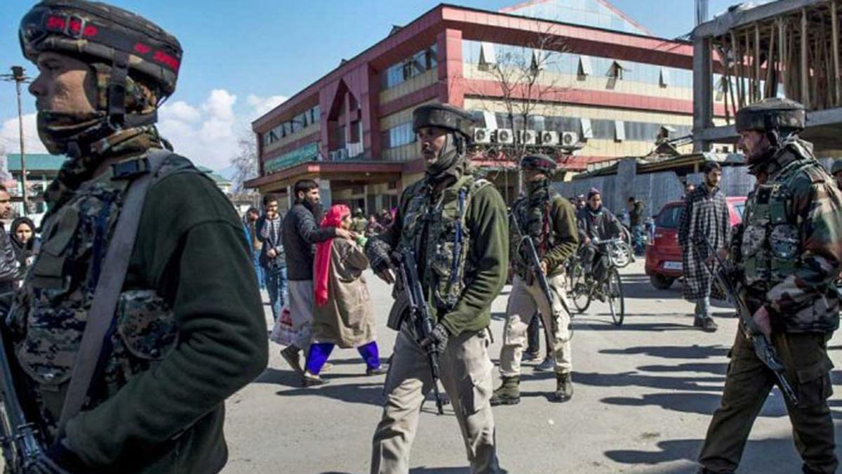 مودی حکومت کی تردید، لیکن غیر ملکی میڈیا دکھا رہا کشمیر میں مظاہرہ، آخر ہے کیا سچ؟