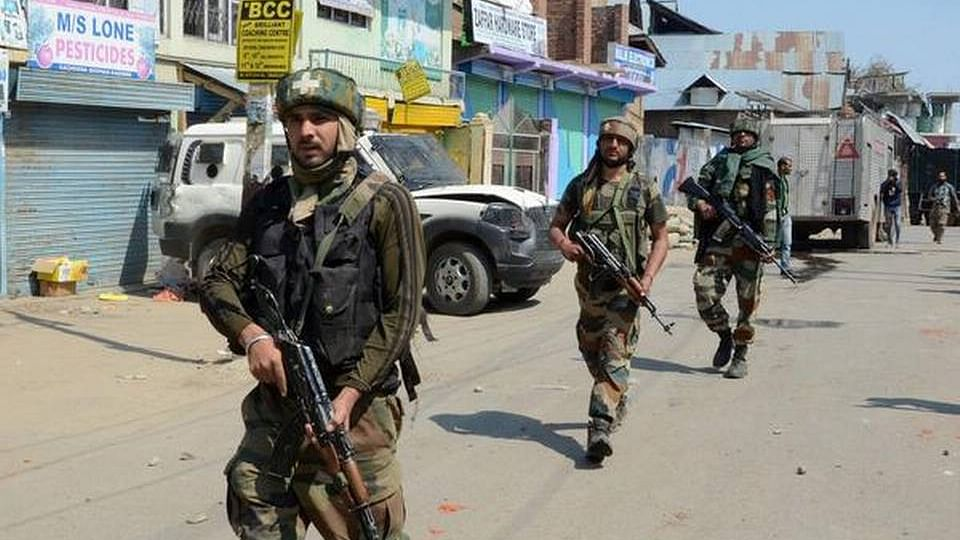 کشمیر: برہان وانی کے ساتھی سمیت 3 ملی ٹینٹ ہلاک، تصادم کے بعد احتجاج و مظاہرہ شروع