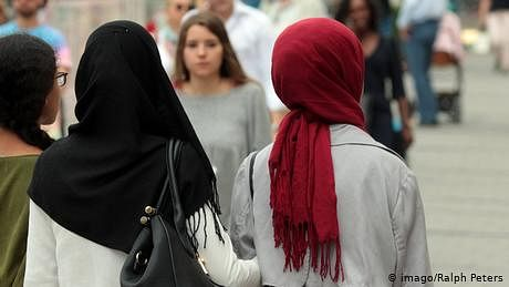 اسلامی پردے پر جرمن کانفرنس تنازعات کا شکار