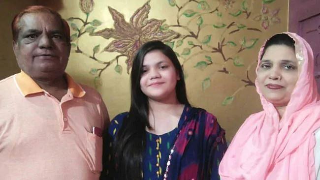 دہلی: CBSE بارہویں میں اوّل آنے والی شیف کی بیٹی ثنا نیاز بننا چاہتی ہیں آئی اے ایس افسر