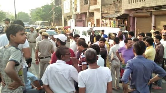 دہلی: پولنگ سے 4 دن قبل ترلوک پوری میں ملی 2 مُردہ گائیں، ماحول کشیدہ