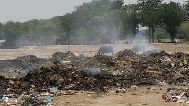 کمبھ کے ڈیڑھ مہینے بعد بھی علاقے میں لگا ہے 2000 ٹن کوڑے کا ڈھیر، یوگی حکومت لاپتہ