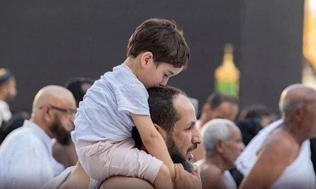حرم مکی میں تحفظ اور امن کا پیغام دیتے ننھے منے بچوں کی تصاویر