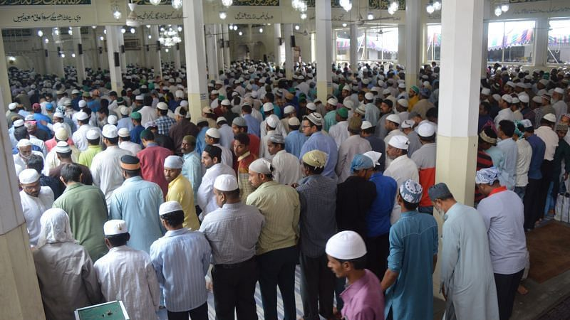 جمعۃ الوداع: تلنگانہ میں روح پرور اجتماعات،مکہ مسجد میں 1 لاکھ افراد نے ادا کی نمازِ جمعہ