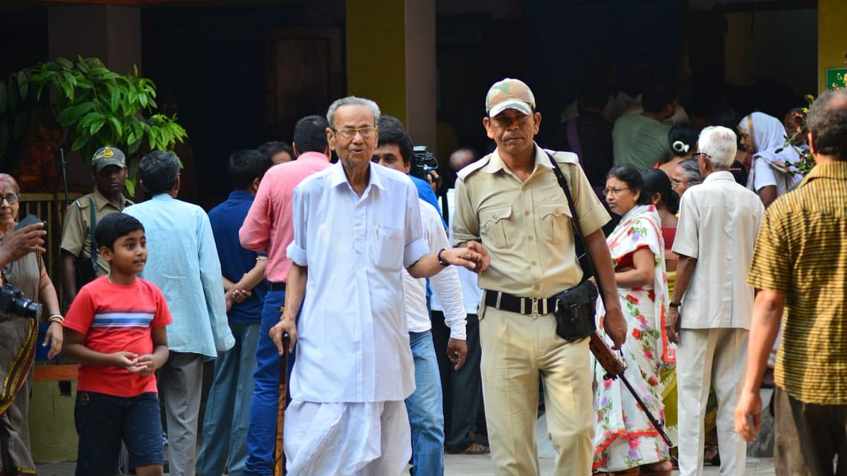 مغربی بنگال: پُر تشدد واقعات کے درمیان 8 لوک سبھا سیٹوں پر پولنگ جاری