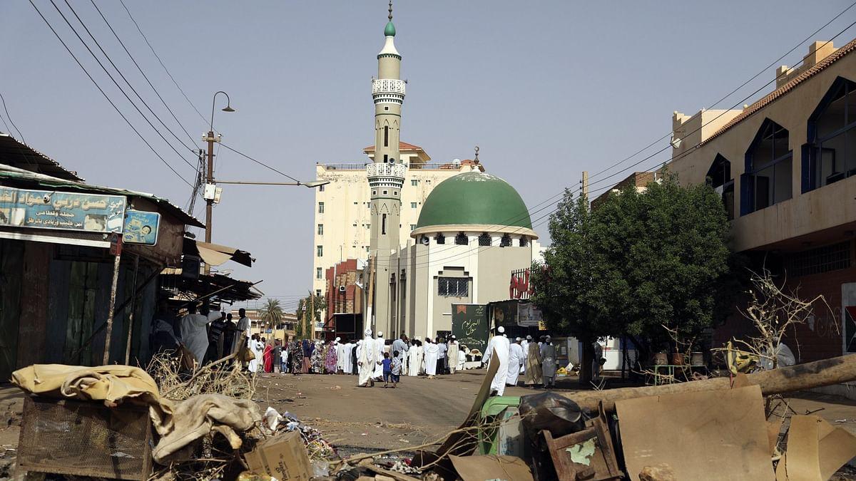وہ ملک جہاں فوج نے عید کے دن لوگوں کو محصور رکھا