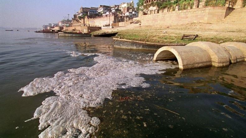 گنگا کو آلودہ کرنے والے کارخانوں کو  بند کیے بغیر 'مشن کلین گنگا' کیسے ممکن!