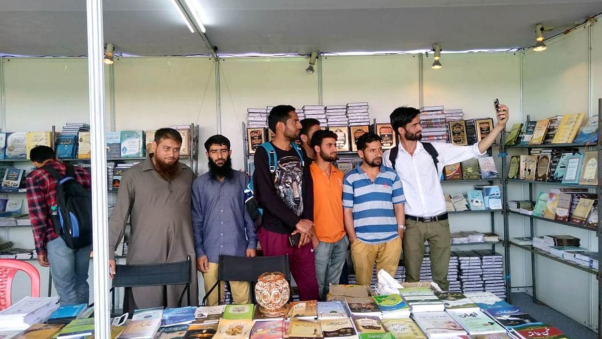 کشمیر یونیورسٹی میں جاری کتاب میلہ آخری مرحلے میں داخل، ناشرین خوش اور مطمئن