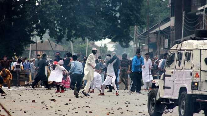 کشمیر میں عیدالفطر کے روح پرور اجتماعات کے بعد جھڑپیں