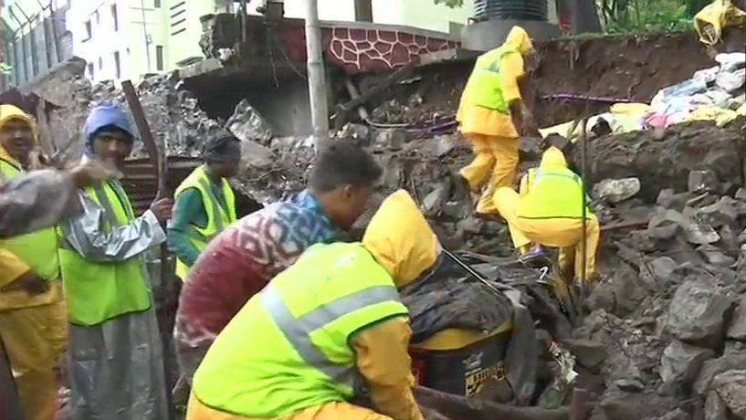 پونے میں بارش سے گری دیوار، 17 افراد جاں بحق