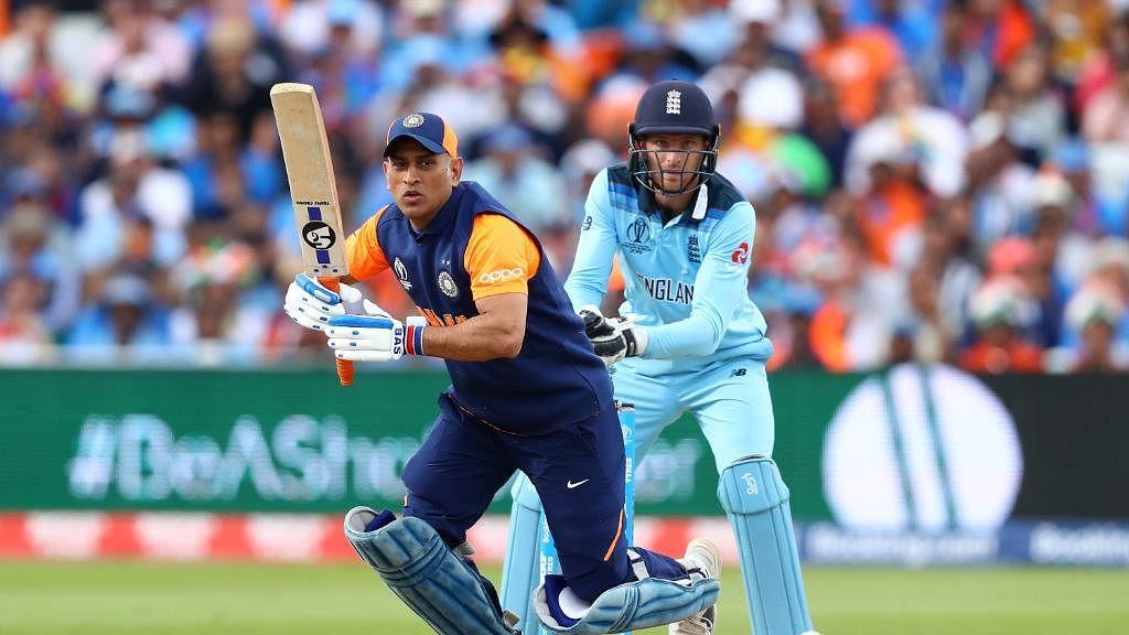 کیا جیت کے لئے نہیں کھیل رہے تھے دھونی اور جادھو! انگلینڈ سے شکست کے بعد اٹھے سوال