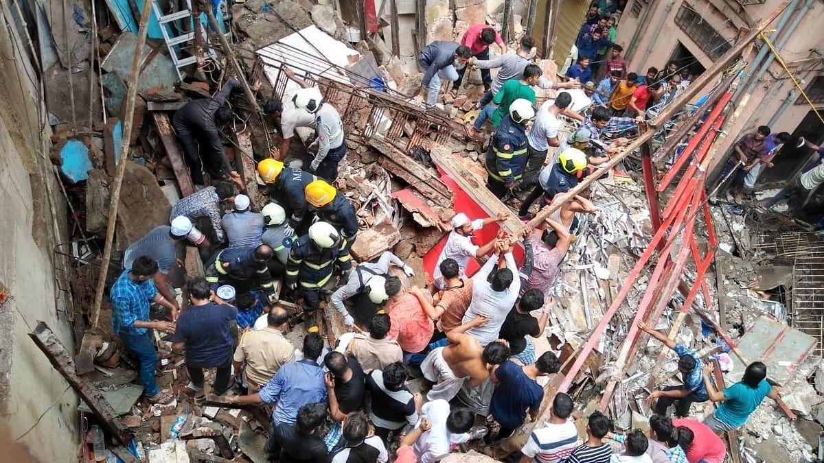 ممبئی میں عمارت منہدم، ملبے میں  50 لوگوں کے پھنسے ہونے کا خدشہ