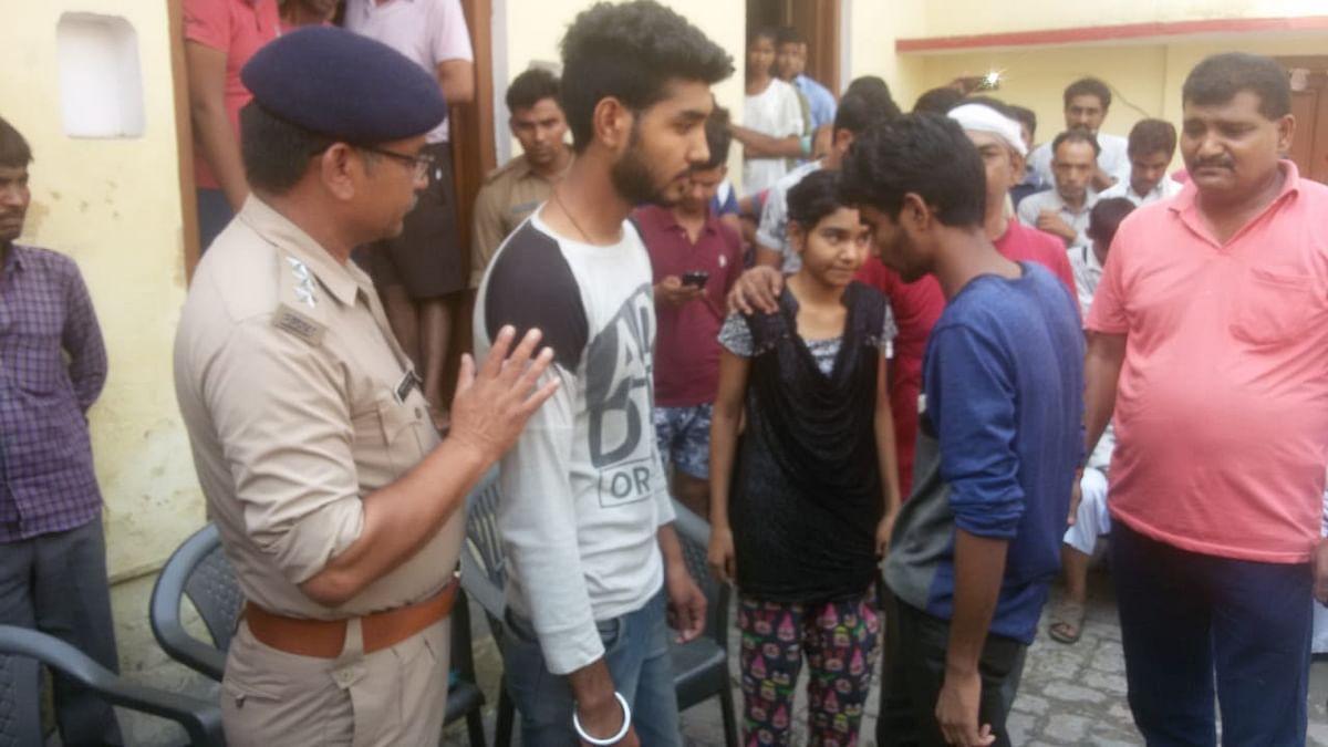 یوگی حکومت میں بجلی محکمہ نے نوجوان کے ساتھ سسٹم کا بھی کر دیا 'انتم سنسکار'!
