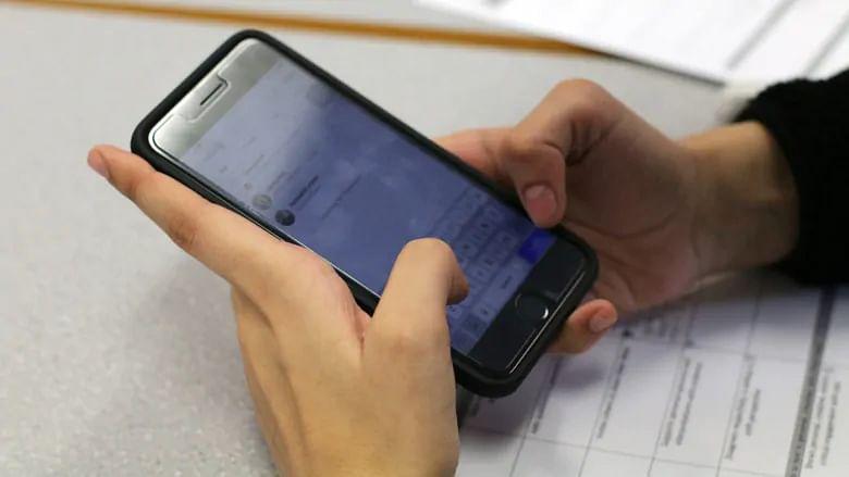 دوران تدریس اساتذہ کے موبائل استعمال پر پابندی عائد