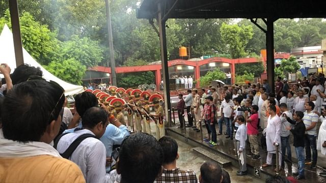 سرکاری اعزاز کے ساتھ شیلا دیکشت کی آخری رسومات ادا