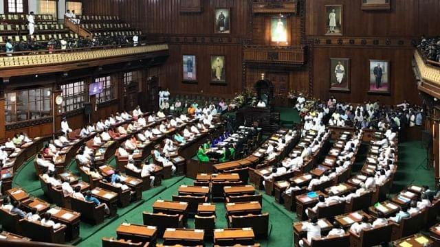 کرناٹک فلور ٹسٹ: اسپیکر رمیش کمار نے دیا استعفی، ایوان کی کارروائی 5 بجے تک ملتوی