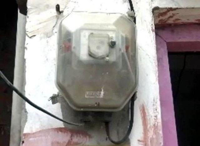 یوگی حکومت کے بجلی محکمہ کا کارنامہ، غریب خاندان کوتھمایا  128 کروڑ کا بل