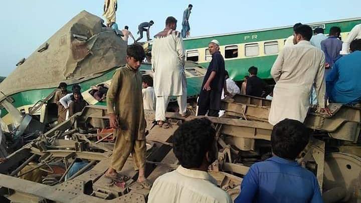 پاکستان میں ریل حادثہ، 14 افراد ہلاک، 79 زخمی