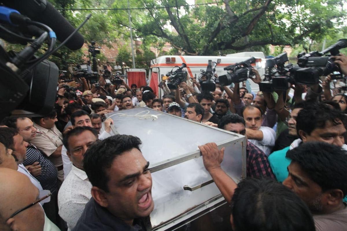 شیلا دیکشت کے آخری دیدار کے لئے امنڈا جم غفیر، تصویری جھلکیاں
