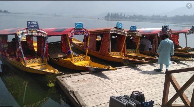 مودی حکومت کے فیصلے سے کشمیر میں سیاحتی شعبے کو زبردست نقصان، بیشتر ہوٹل بَند یا خالی